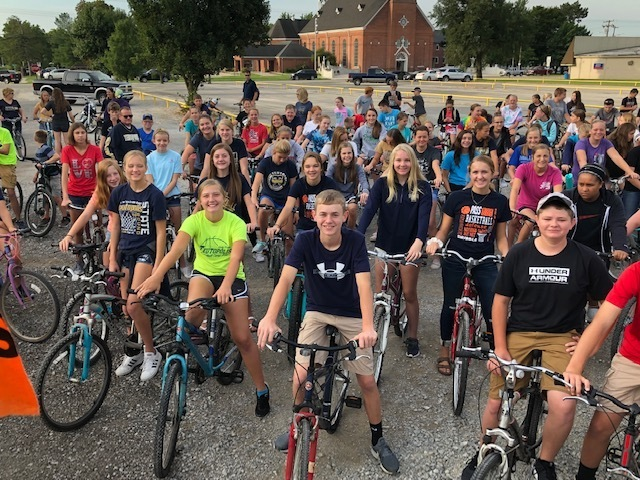 TJHS students and staff biking to school